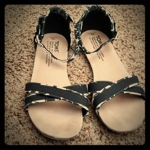 Euc, Tom's Correa sandals, girls Y3